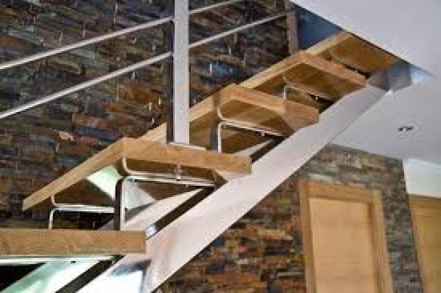 Detalle escalera metalica perfect good como calcular con for Como calcular una escalera